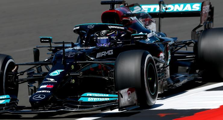 Lewis Hamilton in pista al Gran Premio di Gran Bretagna di F1 2021 a Silverstone