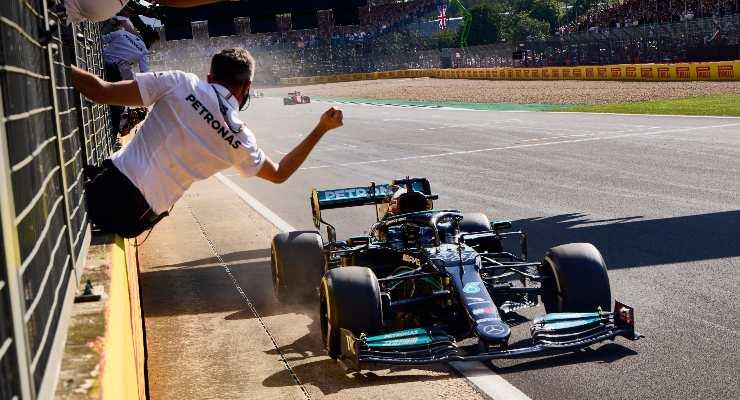 Lewis Hamilton vince il Gran Premio di Gran Bretagna di F1 2021 a Silverstone