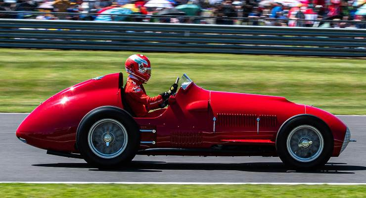 Charles Leclerc sulla Ferrari 375 F1 del 1951 a Silverstone (Foto Twitter/ScuderiaFerrari)