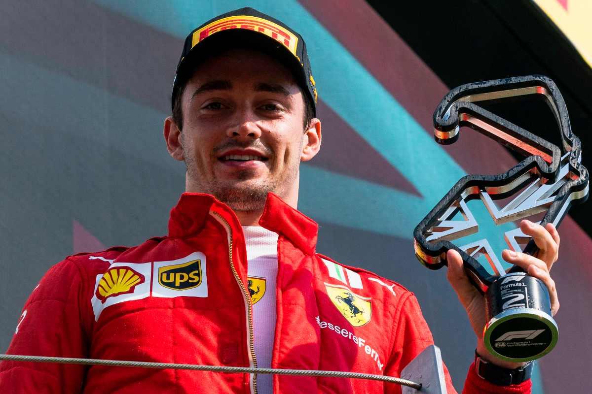 Charles Leclerc sul secondo gradino del podio del Gran Premio di Gran Bretagna di F1 2021 a Silverstone