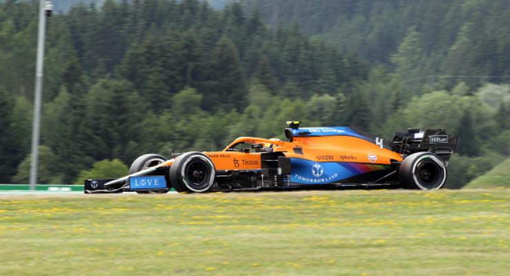 La McLaren di Lando Norris in pista