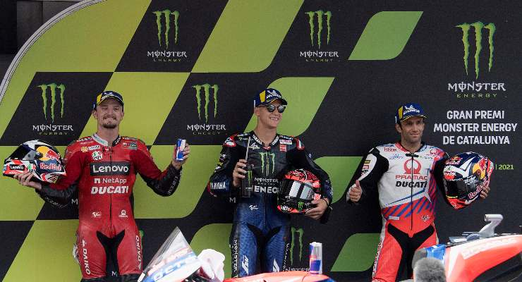 Fabio Quartararo tra i due piloti Ducati Jack Miller e Johann Zarco