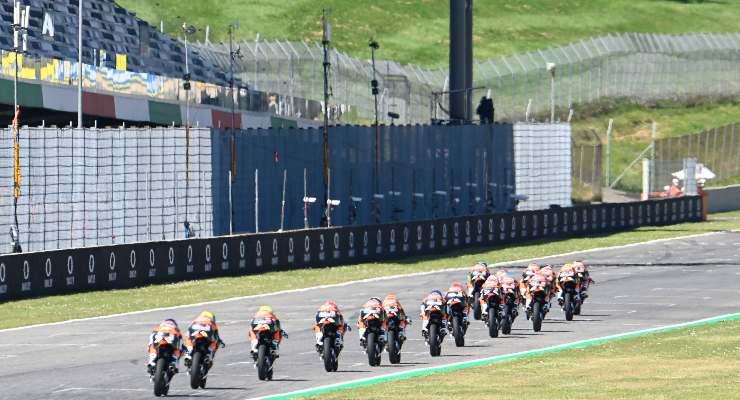 Una fase di gara motociclistica al Mugello (Foto Gold & Goose / Red Bull)