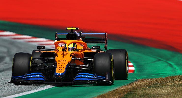 Lando Norris in pista sulla McLaren nelle qualifiche del Gran Premio d'Austria di F1 2021 al Red Bull Ring