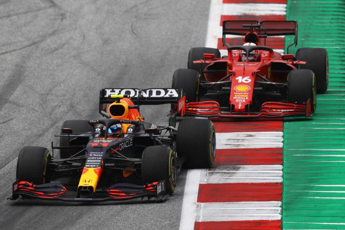 Sergio Perez in lotta con Charles Leclerc al Gran Premio d'Austria di F1 2021 al Red Bull Ring