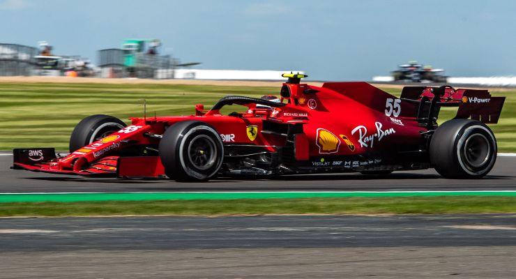 Carlos Sainz in pista al Gran Premio di Gran Bretagna di F1 2021 a Silverstone