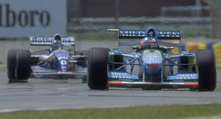 La Benetton di Michael Schumacher davanti alla Benetton di Damon Hill al Gran Premio d'Australia di F1 1994 ad Adelaide