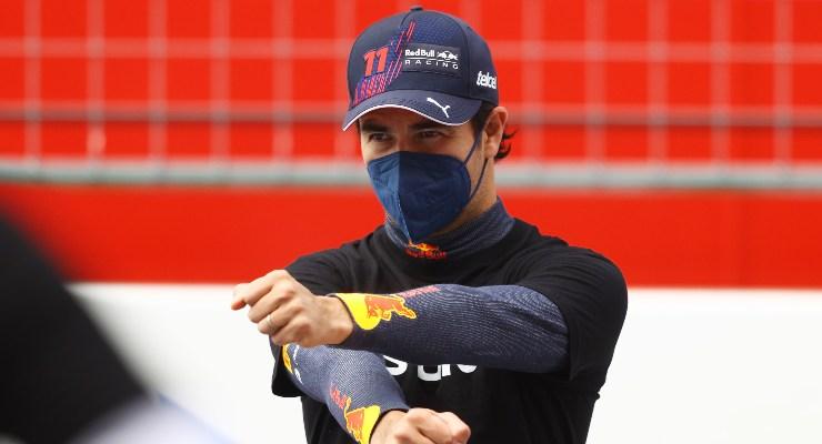 Sergio Perez sulla griglia di partenza del Gran Premio d'Austria di F1 2021 al Red Bull Ring (Foto Bryn Lennon/Getty Images/Red Bull)