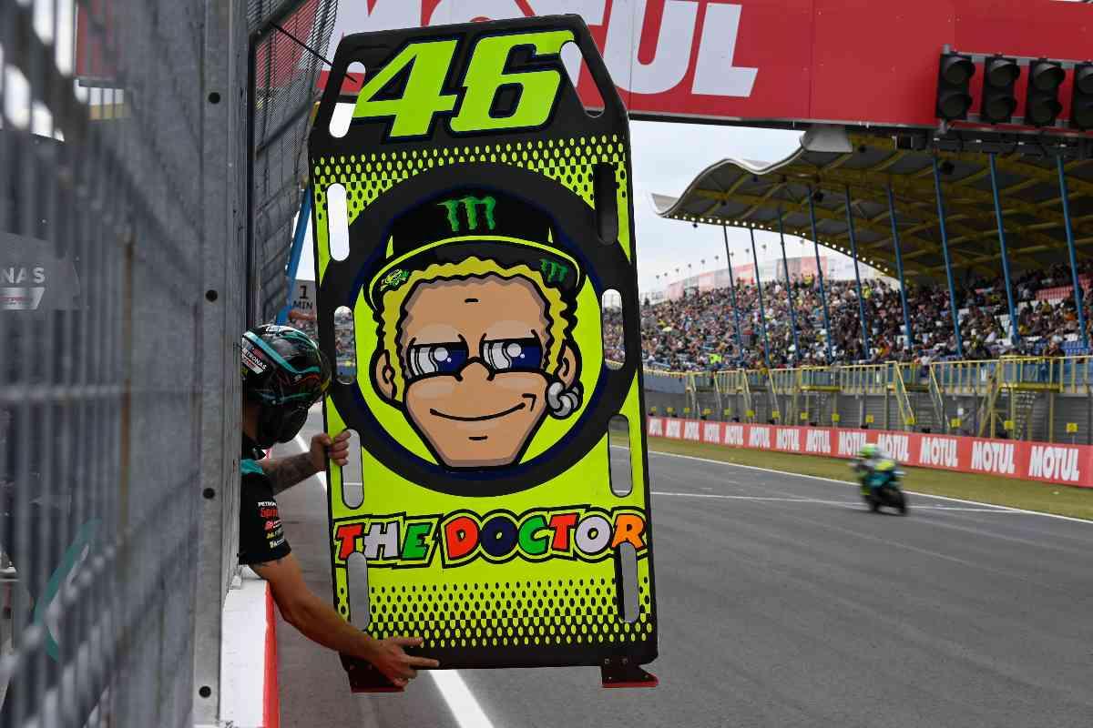 Il cartello di Valentino Rossi