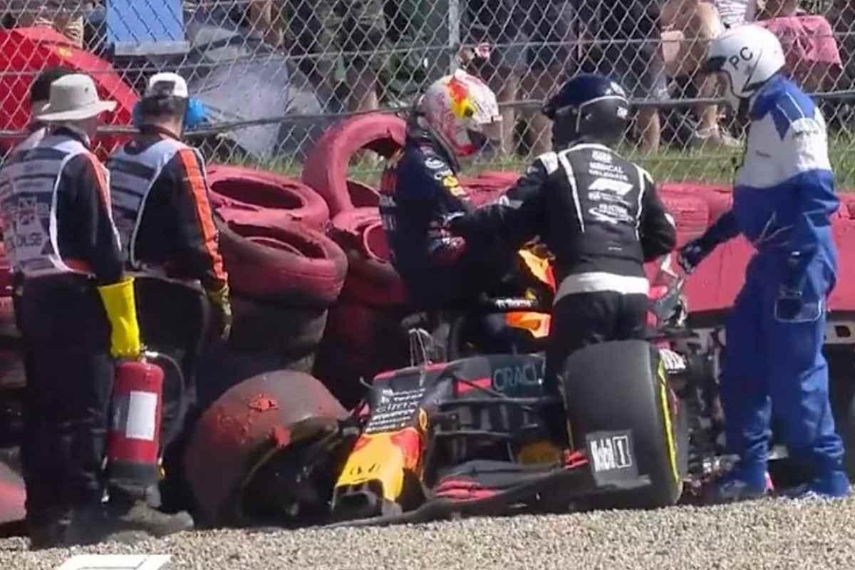Il rottame della Red Bull di Max Verstappen dopo l'incidente con Lewis Hamilton al Gran Premio di Gran Bretagna di F1 2021 a Silverstone