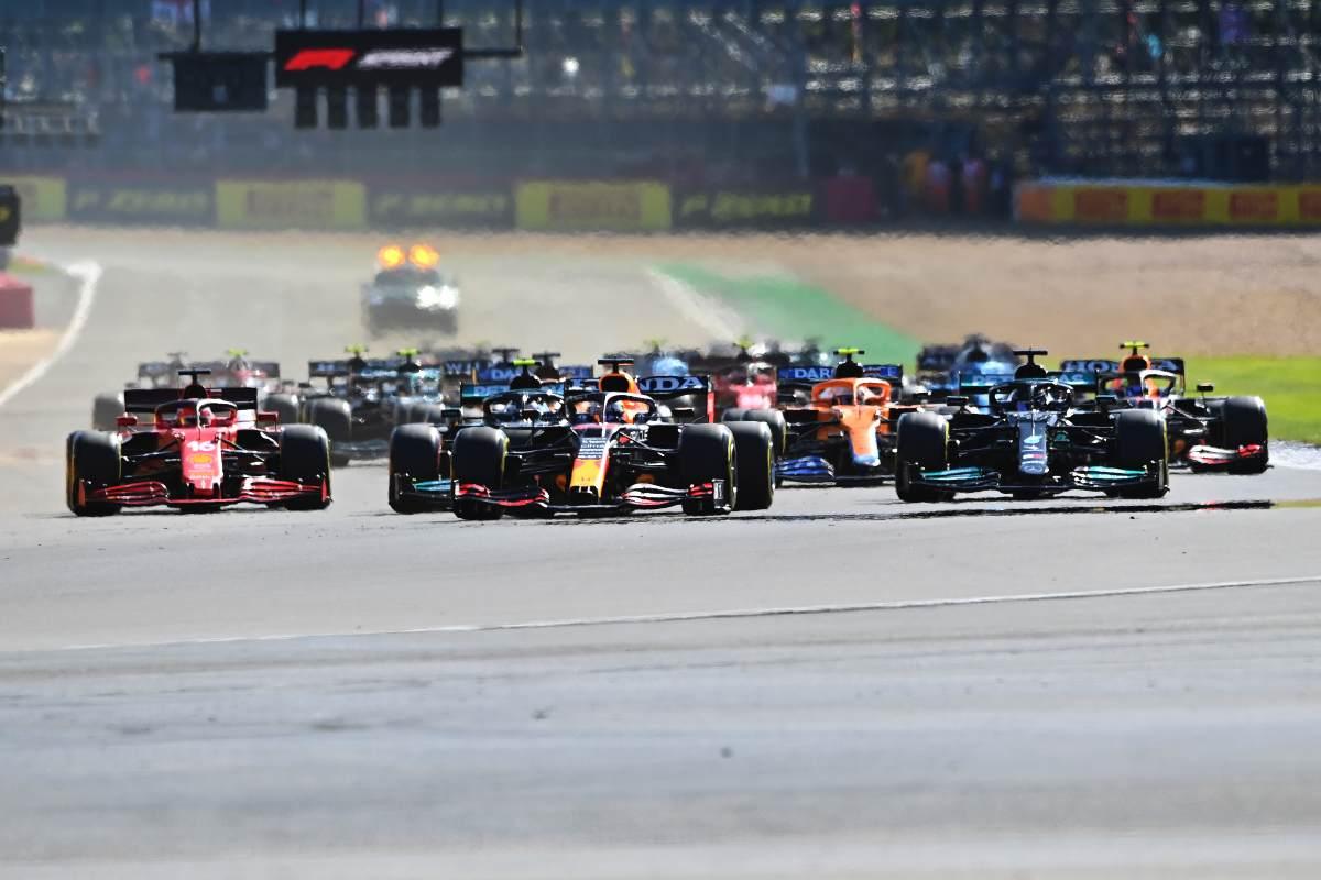 Max Verstappen alla partenza della qualifica sprint nel Gran Premio di Gran Bretagna di F1 2021 a Silverstone