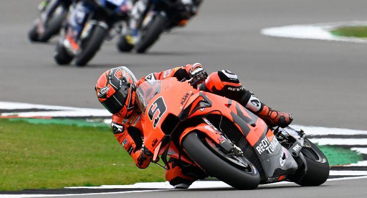 Danilo Petrucci in pista sulla Ktm al Gran Premio di Gran Bretagna di MotoGP 2021 a Silverstone