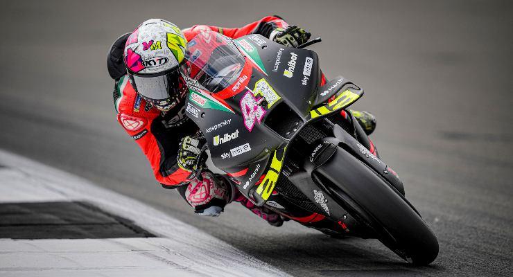 Aleix Espargarò in pista al Gran Premio di Gran Bretagna di MotoGP 2021 a Silverstone