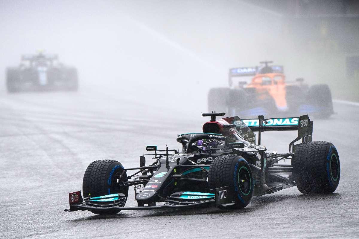 Lewis Hamilton in pista durante il Gran Premio del Belgio di F1 2021 a Spa-Francorchamps