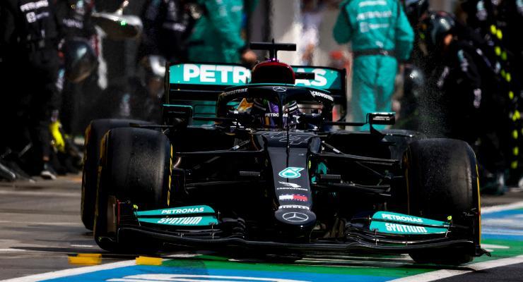 Il pit stop di Lewis Hamilton durante il Gran Premio d'Ungheria di F1 2021 a Budapest