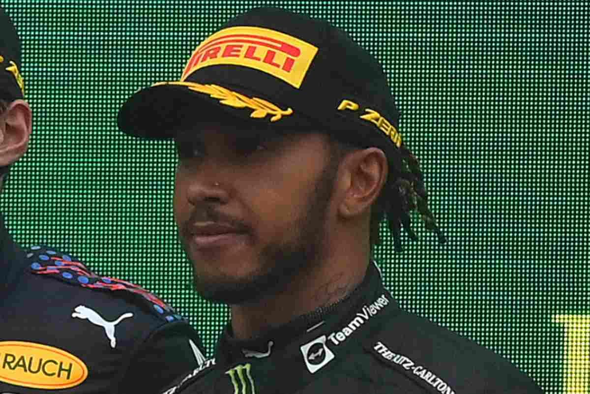 Lewis Hamilton sul podio del Gran Premio del Belgio di F1 2021 a Spa-Francorchamps