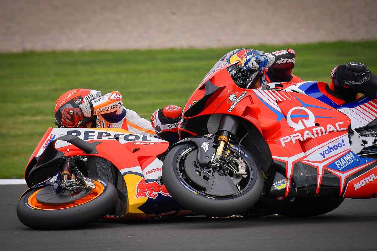 L'incidente tra Marc Marquez e Jorge Martin durante il Gran Premio di Gran Bretagna di MotoGP 2021 a Silverstone