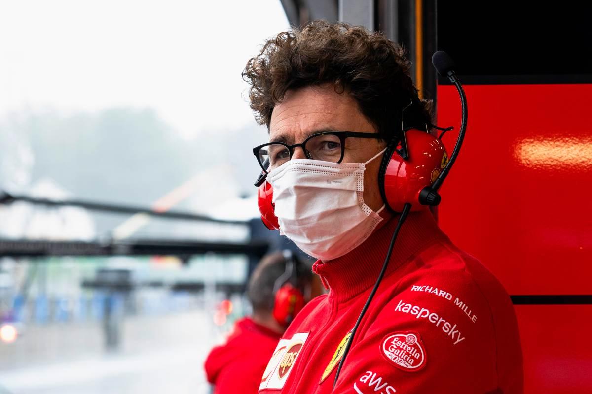 Il team principal Mattia Binotto ai box nel Gran Premio del Belgio di F1 2021 a Spa-Francorchamps