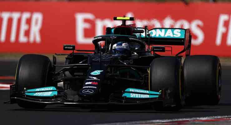 Valtteri Bottas in pista con la Mercedes