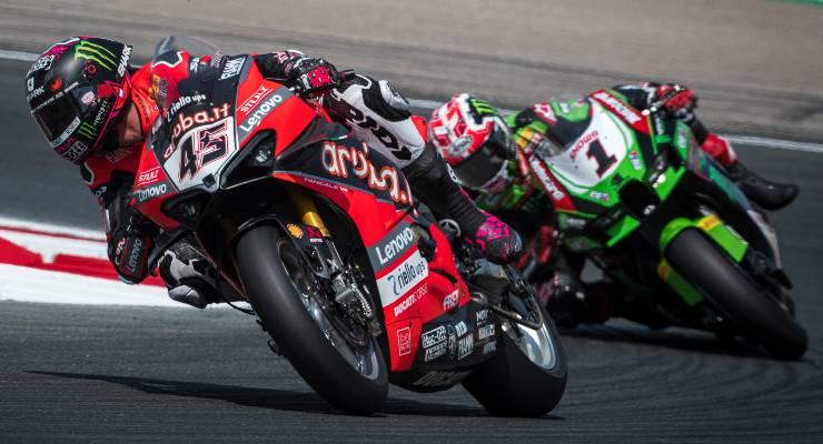 La Ducati di Scott Redding davanti alla Kawasaki di Jonathan Rea nel round di Navarra del Mondiale Superbike