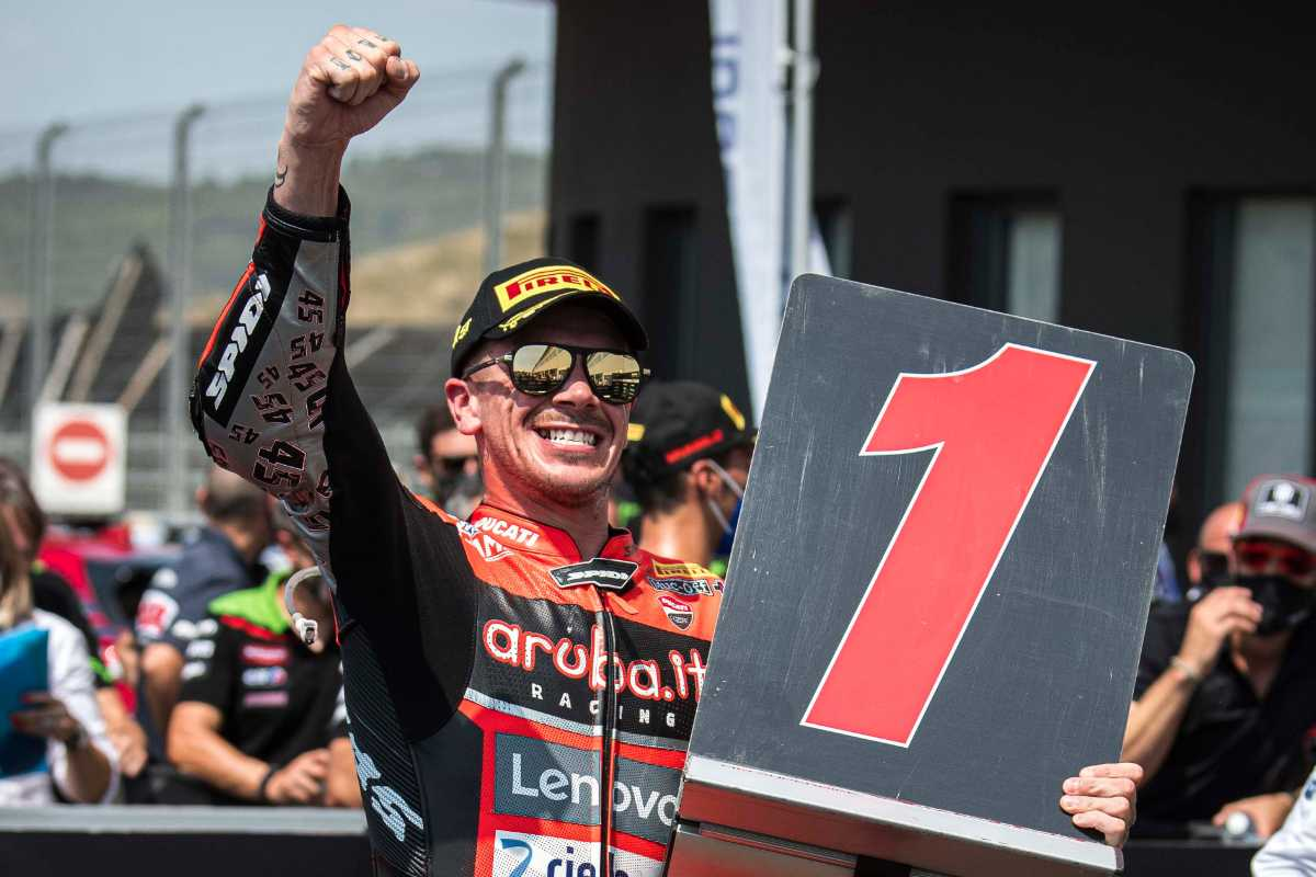 Scott Redding festeggia la vittoria nel round di Navarra del Mondiale Superbike