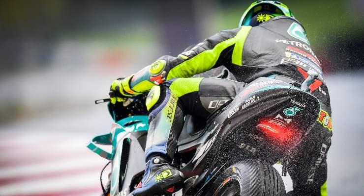 Valentino Rossi in pista sul bagnato nelle prove libere del Gran Premio d'Austria di MotoGP 2021 al Red Bull Ring