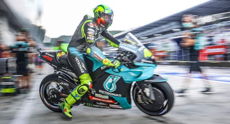 Valentino Rossi esce dai box sulla Petronas al Gran Premio d'Austria di MotoGP 2021 al Red Bull Ring