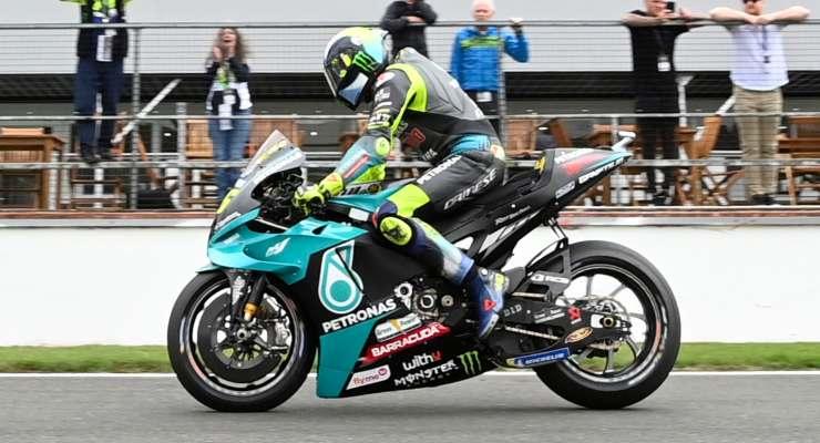 Valentino Rossi sulla Yamaha al Gran Premio di Gran Bretagna di MotoGP 2021 a Silverstone