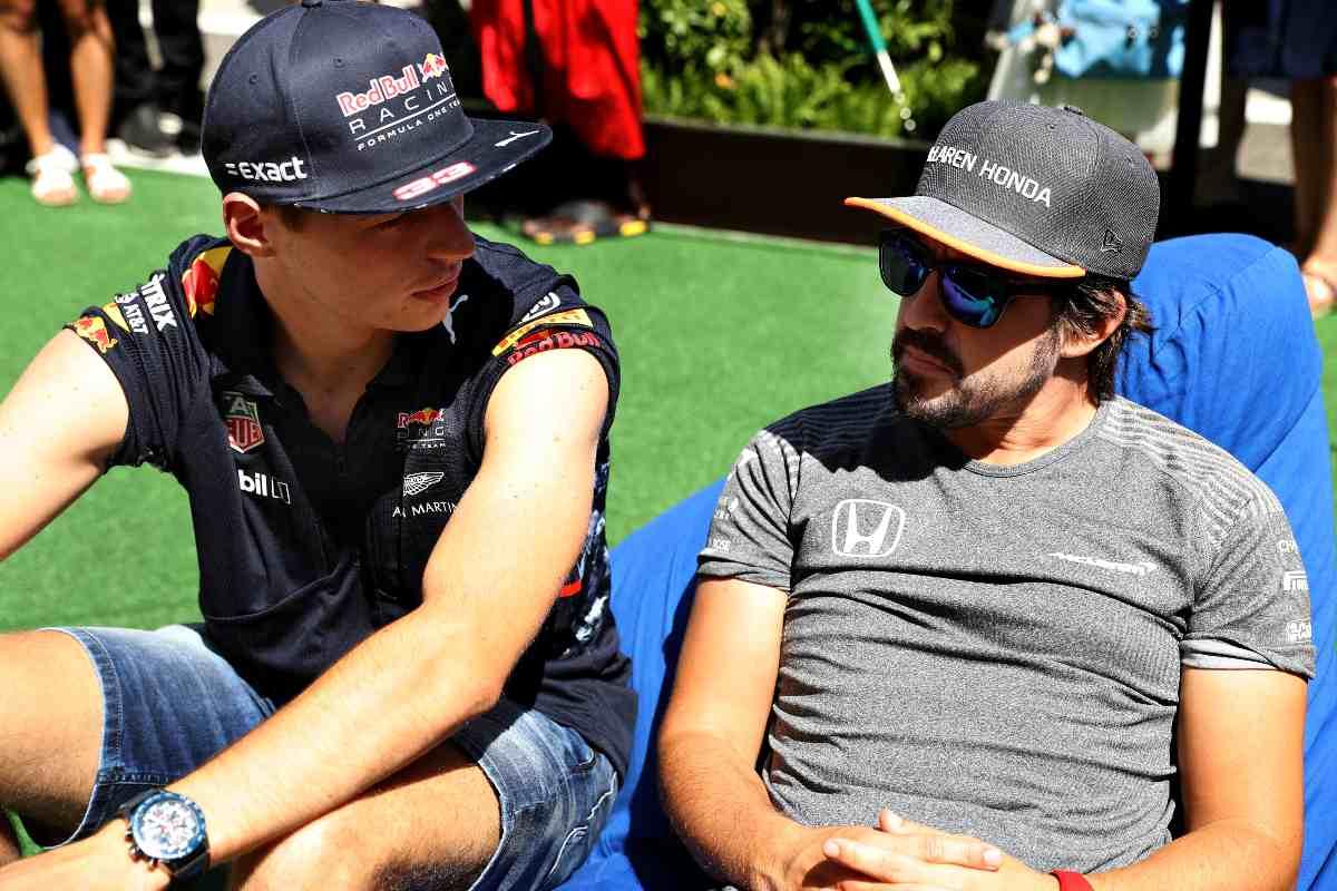 Fernando Alonso e Max Verstappen