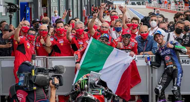 Pecco Bagnaia festeggia la vittoria al Gran Premio di San Marino di MotoGP 2021 a Misano Adriatico