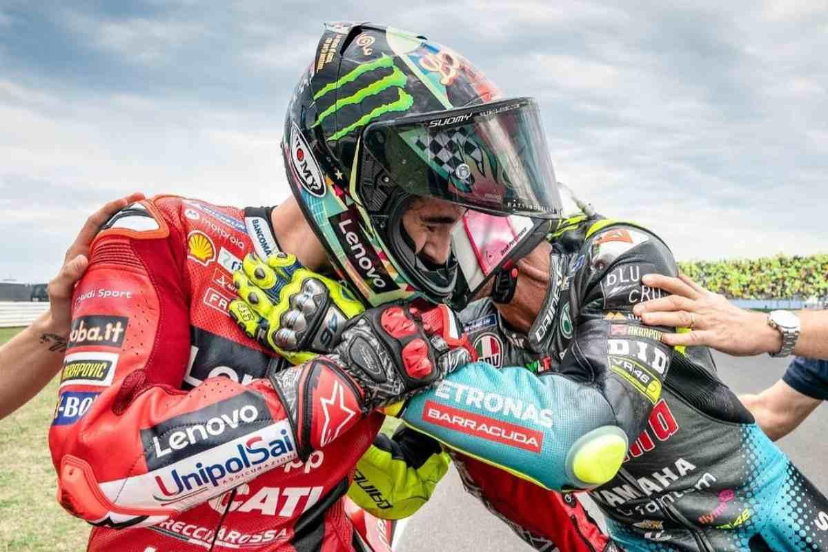 Pecco Bagnaia abbraccia Valentino Rossi dopo il Gran Premio di San Marino di MotoGP 2021 a Misano Adriatico