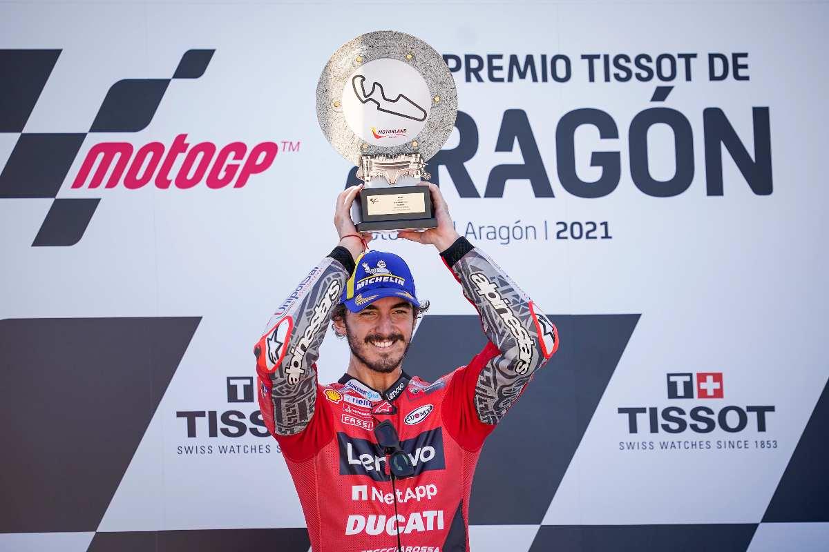 Pecco Bagnaia festeggia la vittoria al Gran Premio di Aragon di MotoGP 2021 ad Alcaniz