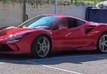 Il bambino di 11 anni alla guida della Ferrari