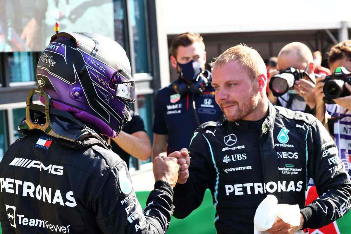 Valtteri Bottas e Lewis Hamilton dopo il Gran Premio d'Olanda di F1 2021 a Zandvoort
