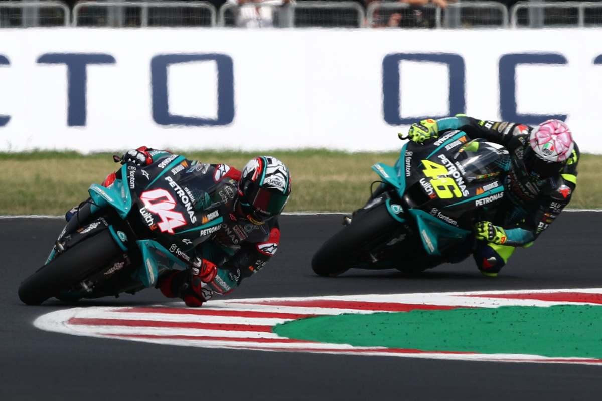 Andrea Dovizioso e Valentino Rossi in pista sulla Yamaha nel Gran Premio di San Marino di MotoGP 2021 a Misano Adriatico