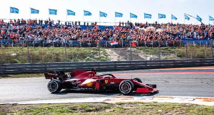 Charles Leclerc in pista nelle prove libere del Gran Premio d'Olanda di F1 2021 a Zandvoort