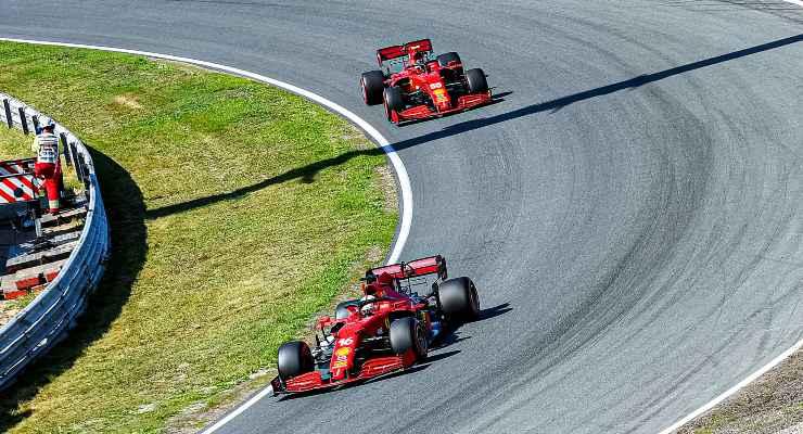 Charles Leclerc e Carlos Sainz in pista