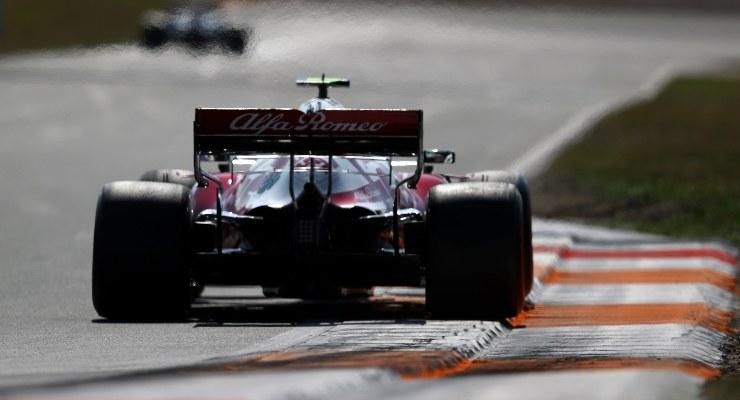 Antonio Giovinazzi in pista sulla Alfa Romeo al Gran Premio d'Olanda di F1 2021 a Zandvoort