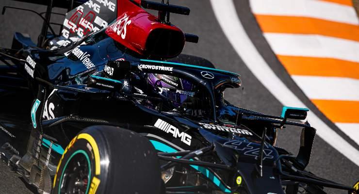 Lewis Hamilton in pista alle qualifiche del Gran Premio d'Olanda di F1 2021 a Zandvoort