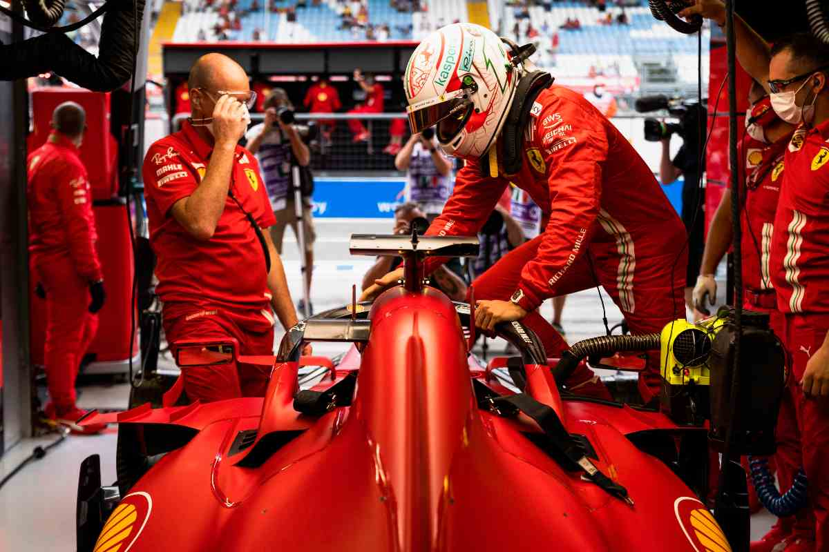 Charles Leclerc ai box del Gran Premio d'Italia di F1 2021 a Monza