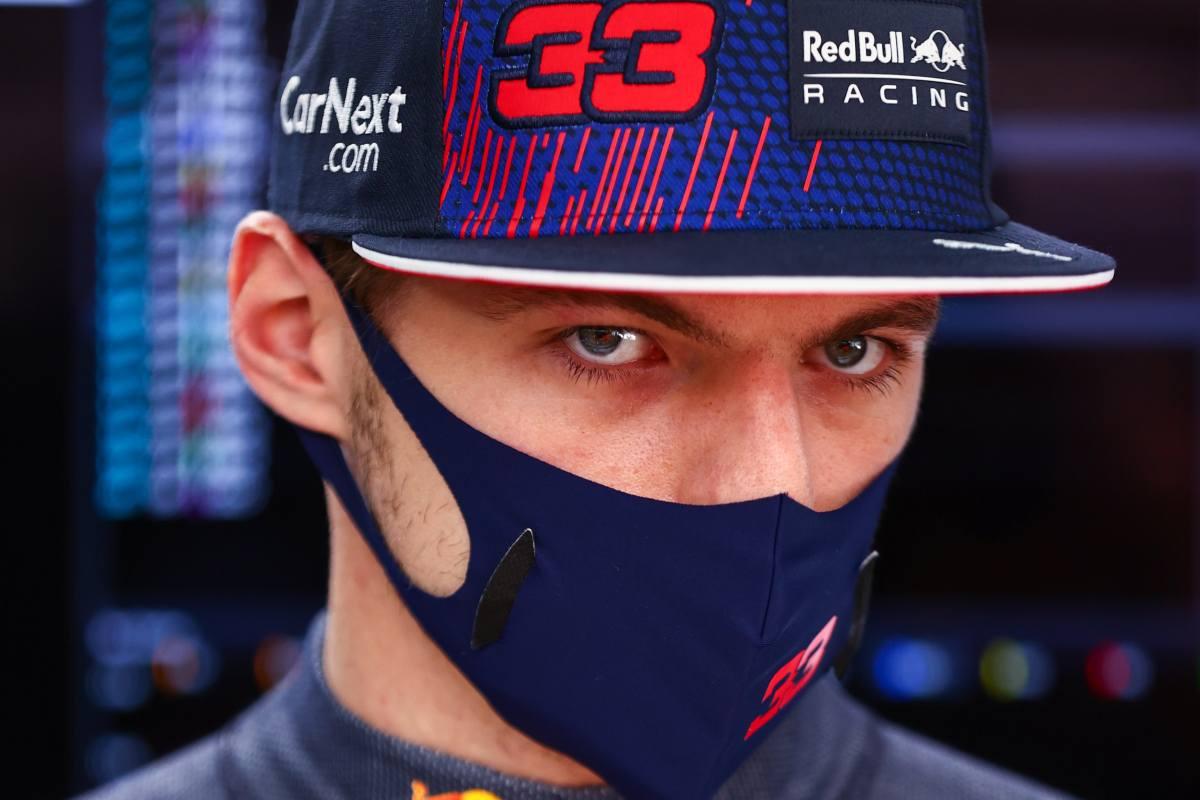 Max Verstappen ai box nel Gran Premio di Russia di F1 2021 a Sochi