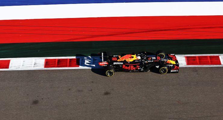Max Verstappen in pista nel Gran Premio di Russia di F1 2021 a Sochi