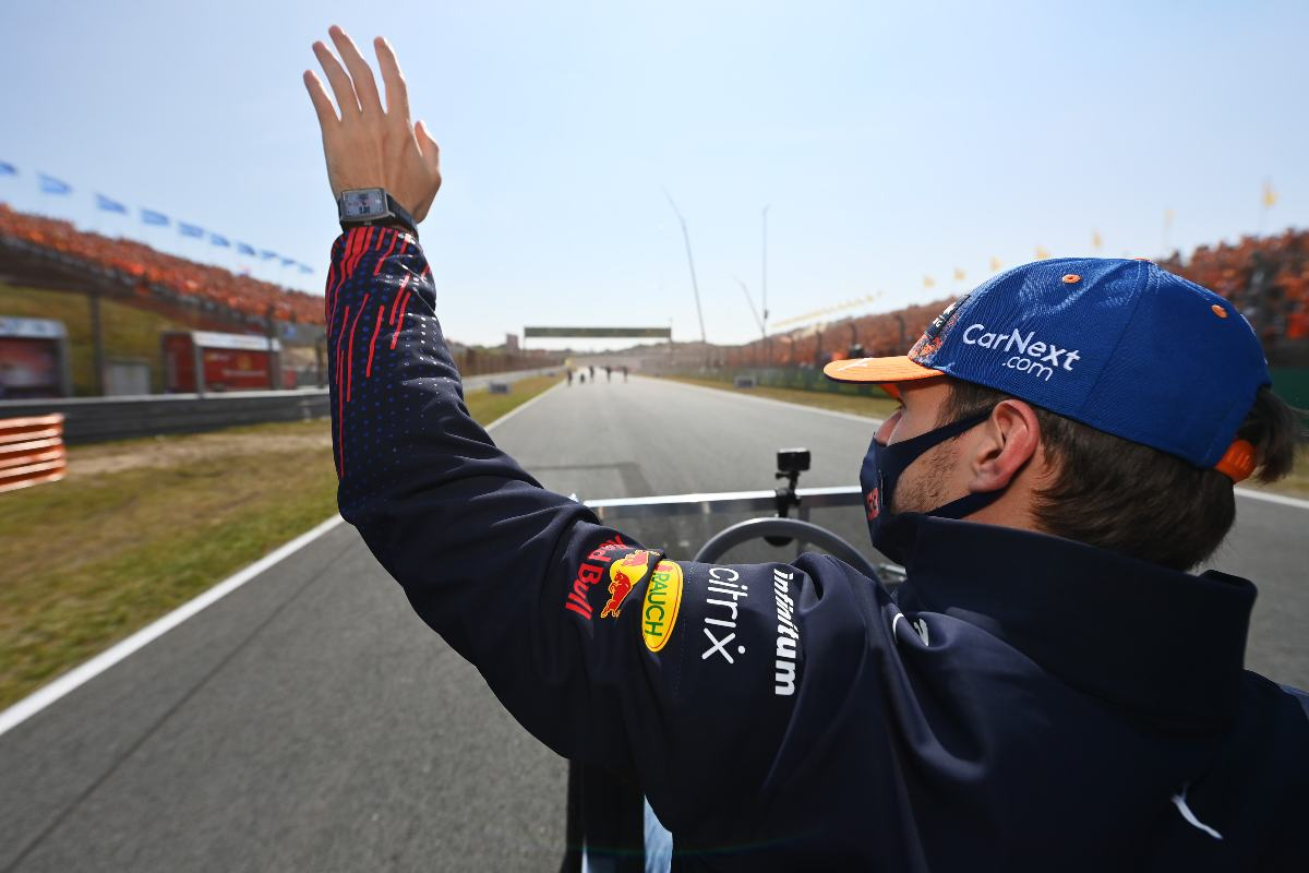 Max Verstappen saluta i tifosi