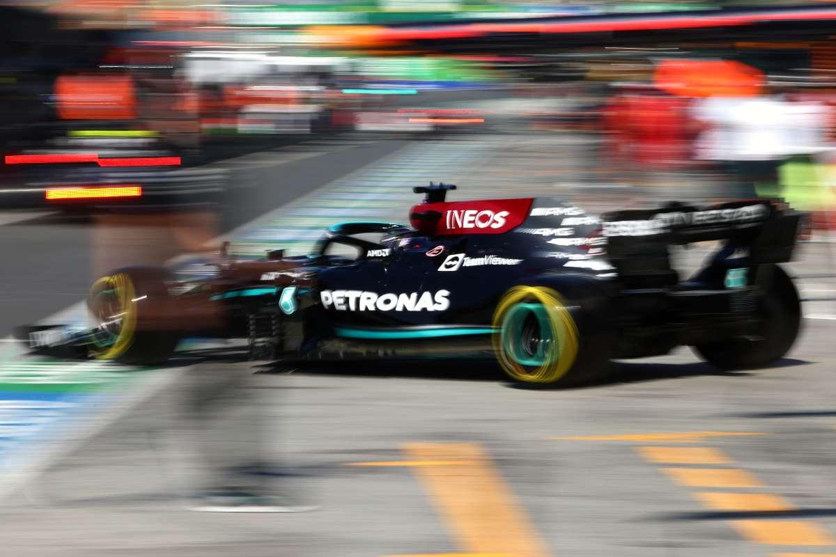 La Mercedes esce dai box
