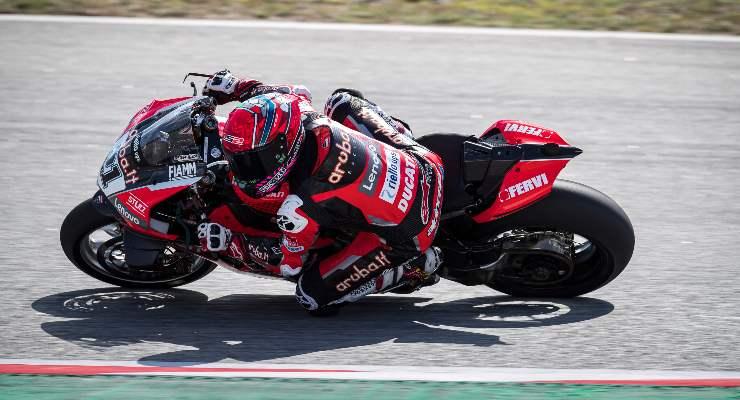Michael Rinaldi in pista nella gara di Superbike a Barcellona