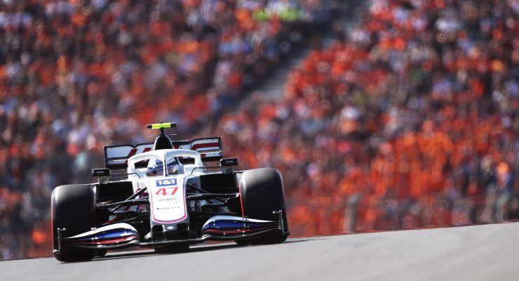 Mick Schumacher in pista sulla Haas nelle prove del Gran Premio d'Olanda di F1 2021 a Zandvoort