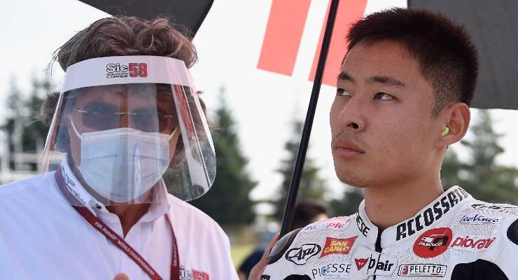 Paolo Simoncelli con Tatsuki Suzuki, pilota del team Sic58 Squadra corse