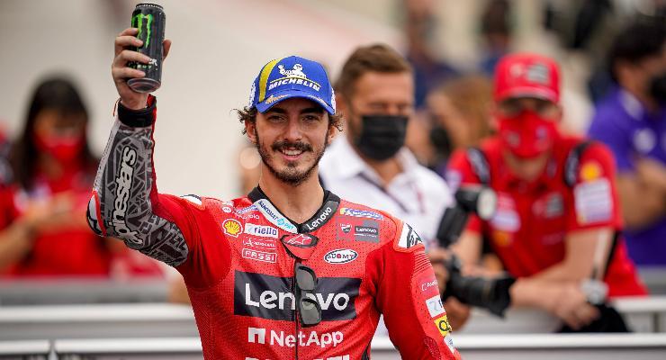 Pecco Bagnaia nel parco chiuso del Gran Premio di Aragon di MotoGP 2021 ad Alcaniz