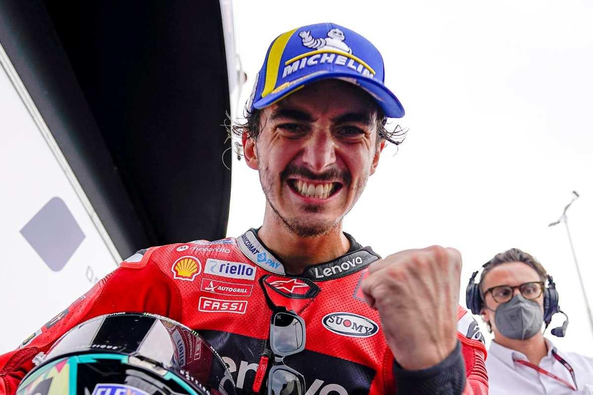 Pecco Bagnaia nel parco chiuso dopo la vittoria al Gran Premio di San Marino di MotoGP 2021 a Misano Adriatico