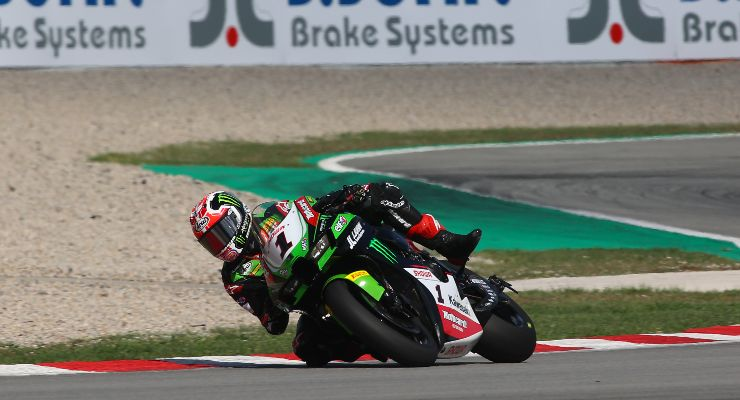Jonathan Rea sulla Kawasaki nel Mondiale Superbike a Barcellona